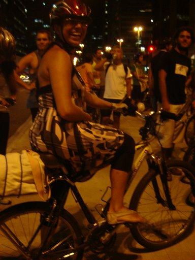 """""""nós os taxados de loucos ao pegarmos nossas bicicletas e pedalarmos por aí livres, leves e soltos - e, geralmente, muito felizes"""""""