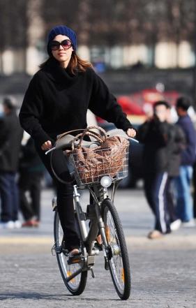 Jessica Alba no bikedrops