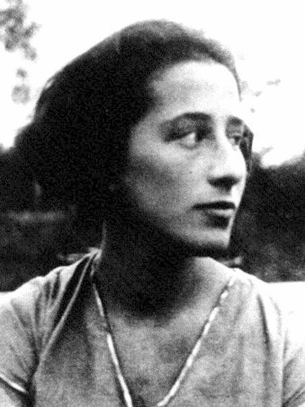 http://pt.wikipedia.org/wiki/Olga_benario_prestes
