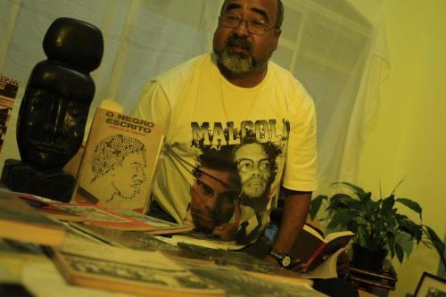 Aberlardo Rodrigues em sua casa, na zona leste de SP.